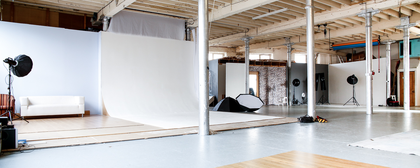 Silkwood Studio showing lights, modifiers and infinity cove